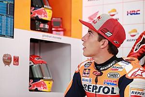 Marquez opent met snelste tijd in vochtig Valencia