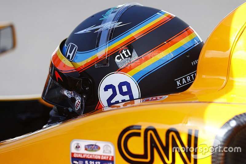 Алонсо надав уболівальникам можливість обрати шолом для Indy 500