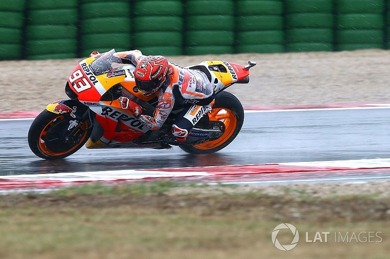 Warm-up - Sous la pluie, Márquez glisse mais domine à nouveau