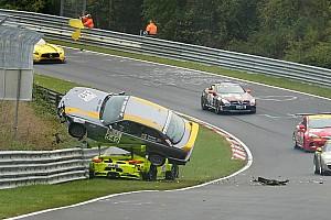 VLN Fotostrecke Fotostrecke: Der spektakuläre Porsche-BMW-Crash bei VLN 8