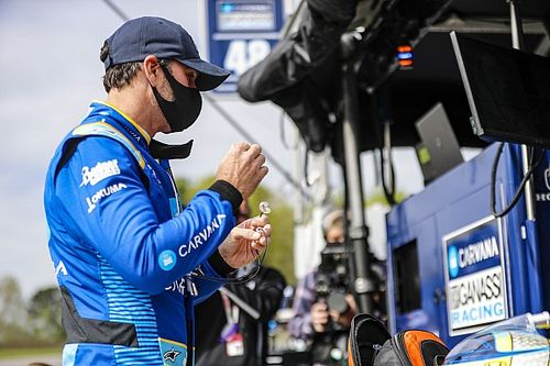 Jimmie Johnson Senang Bisa Finis di Debut IndyCar