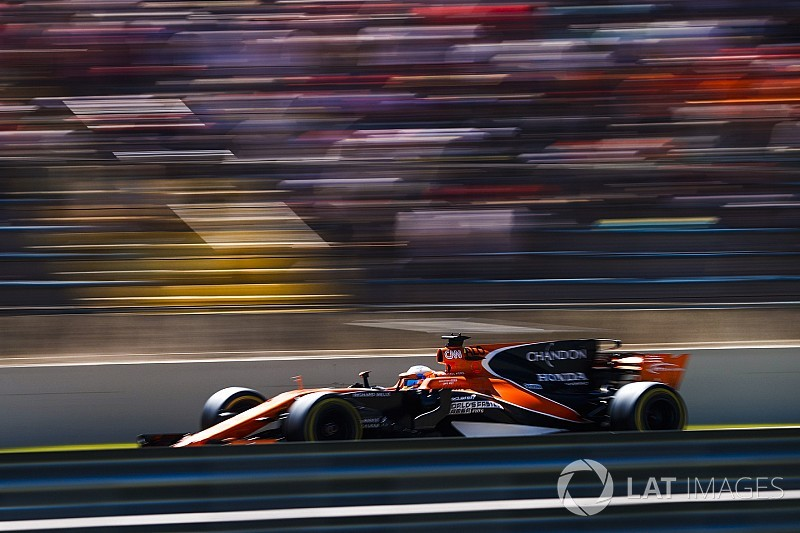 McLaren set to run two cars in Abu Dhabi tyre test