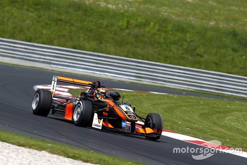 Илотт победил в первой гонке, остановленной после серьезной аварии