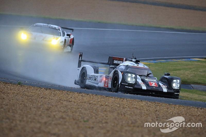 Дождь оставил стартовую решетку прежней, Porsche быстрее всех