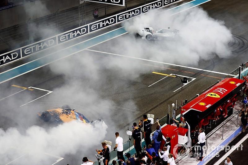Vídeo: Hamilton y Vettel custodian a Alonso en su última vuelta de honor