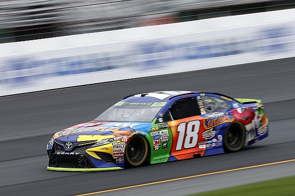 Kyle Busch in pole nel New Hampshire davanti a Larson ed Hamlin