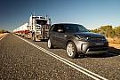 Un Land Rover Discovery arrastra un convoy de 110 toneladas