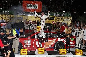 NASCAR Cup Reporte de la carrera Hamlin supera error y vence a Truex Jr. en Darlington
