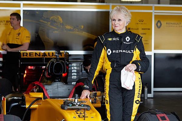 Automotive Noticias de última hora VIDEO: mujer de 79 años manejó un F1 de Renault