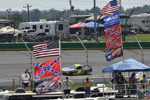 ¿Debe la bandera confederada estar en los circuitos de NASCAR?