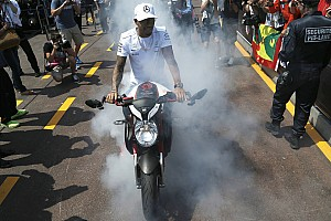 Stop/Go Livefeed Hamilton gumiégetése Monacóban