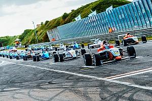 Формула 4 Отчет о гонке Опмеер дважды выиграл гонки SMP Ф4 в Зандфорте