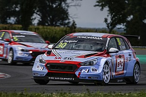 WTCR Breaking news Tarquini keeps Slovakia pole as other Hyundais are excluded