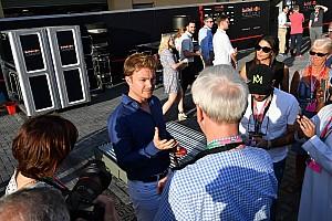 Формула 1 Новини Росберг виставив репліку свого чемпіонського шолома на аукціон