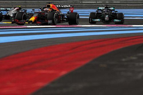 Mercedes, Hamilton'ın pitte kaybettiği ekstra 0.5 saniyenin nedenini anlayamamış