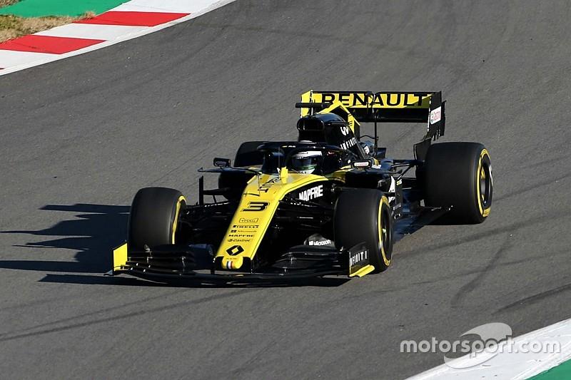 Ricciardo se estrena al volante del Renault