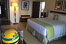 Fórmula 1 Senna vira estátua e nome de suíte em hotel de Mônaco