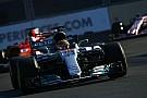Hamilton: Vettel'in hareketi Ferrari'nin baskı altında olduğunu gösteriyor