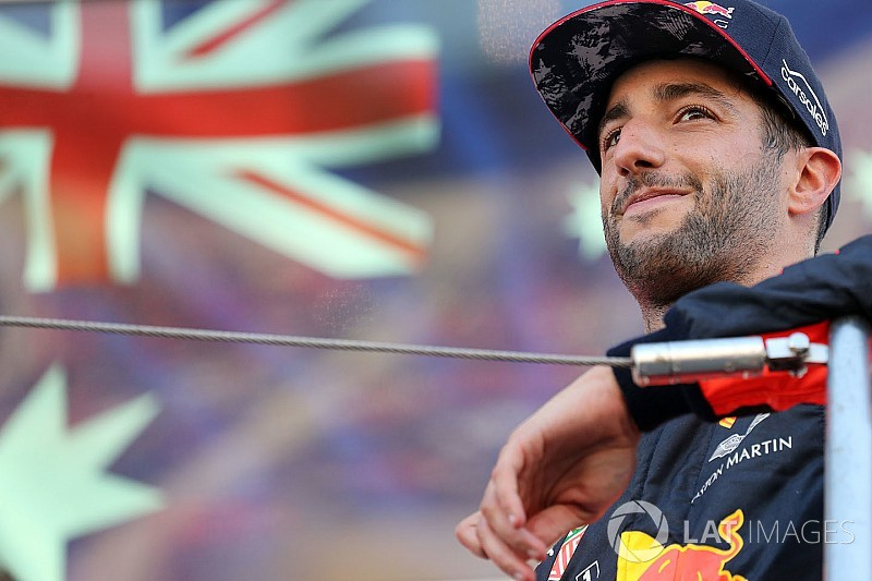 Ricciardo bejelentkezett a Red Bull szuper-modern szimulátorából