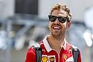 Glock a kamerák előtt horror perceket élt át Vettel miatt
