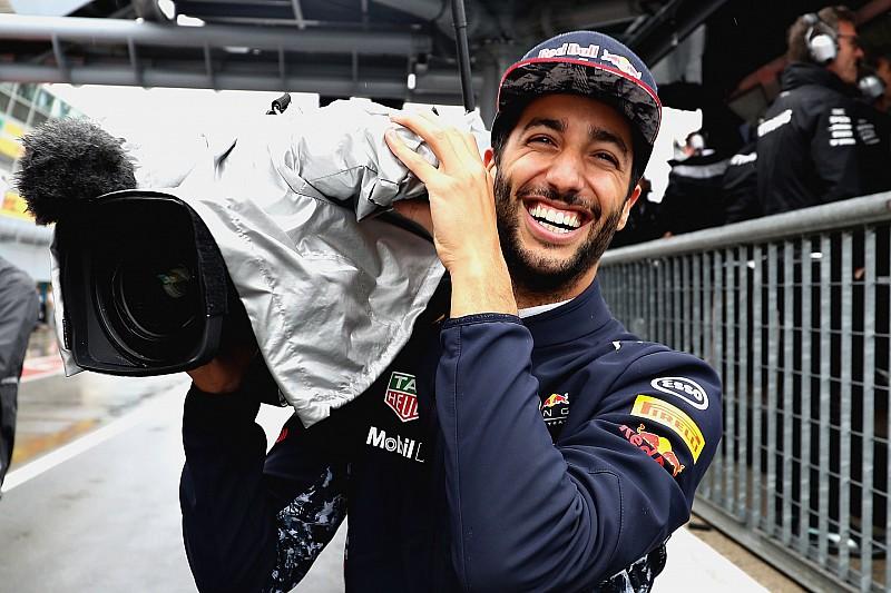 """Ricciardo átsétál a Mercedeshez és """"kémkedik"""""""