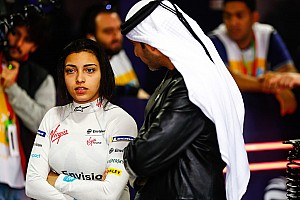 GALERIA: Pilotos femininas testam carros da Fórmula E em Ad Diriyah