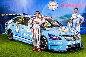 Supercars Noticias Nissan decora auto con colores de equipo de futbol