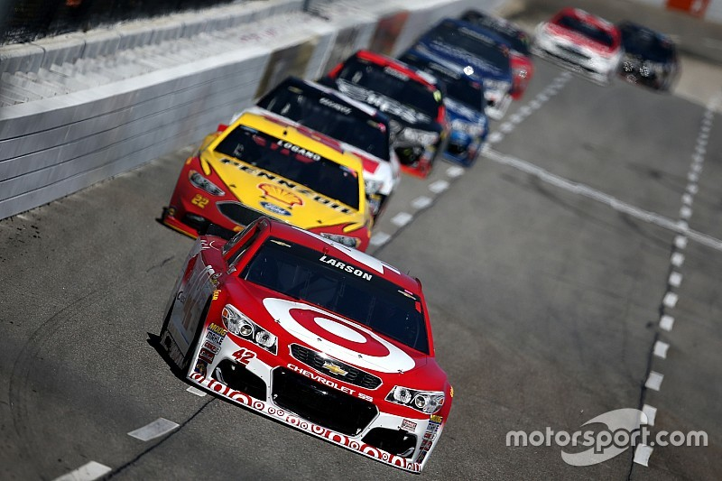 Double duty pays off for Kyle Larson at Martinsville