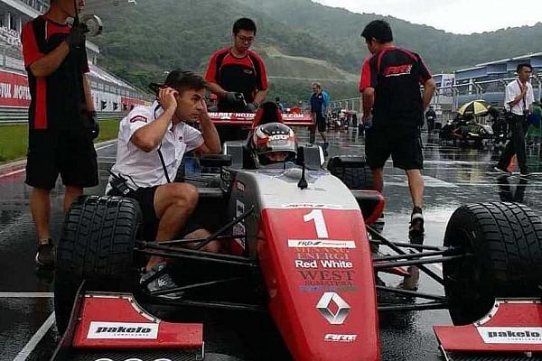 Formula Renault Race report AFR Ningbo: Dana raih podium Race 1 di cuaca ekstrem