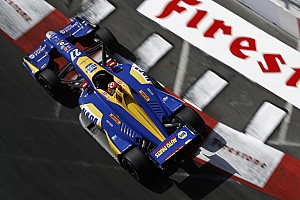 IndyCar у Лонг-Бічі: екс-пілот Ф1 Россі здобув перемогу