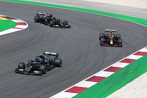 Red Bull переманила у Mercedes F1 еще пять мотористов