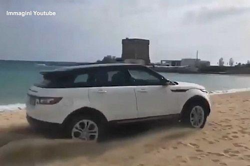 Multa de 2.700 euros por conducir su Evoque por la playa