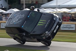 Vintage Haberler Video: Bu Range Rover Goodwood'u iki tekerlekte geçiyor