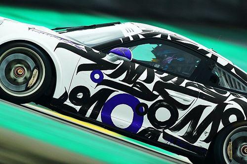 Pintado à mão, carro da Oak Racing Team pilotado por Georgios Frangulis é destaque na pré-temporada da Porsche