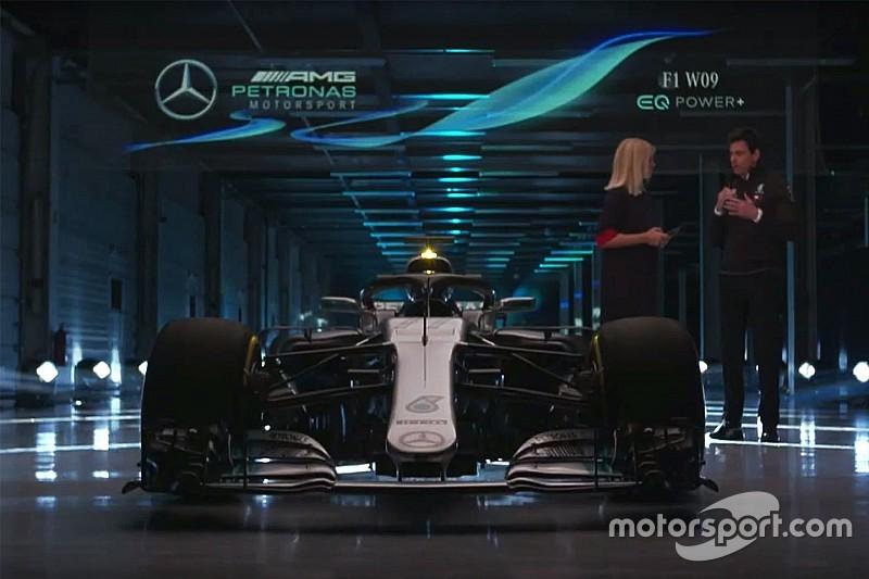 """Nell'""""hangar"""" di Silverstone scoperta la Mercedes W09"""