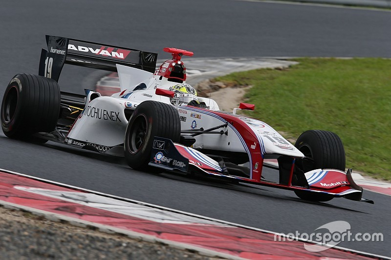 Super Formula Okayama: Sekiguchi kalahkan Kobayashi di trek basah