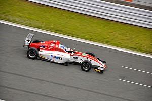 FIA-F4選手権 レースレポート FIA-F4第3戦:大波乱のレースを小高一斗が制す