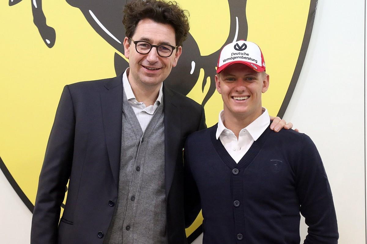 Mick Schumacher se estrena como piloto Ferrari