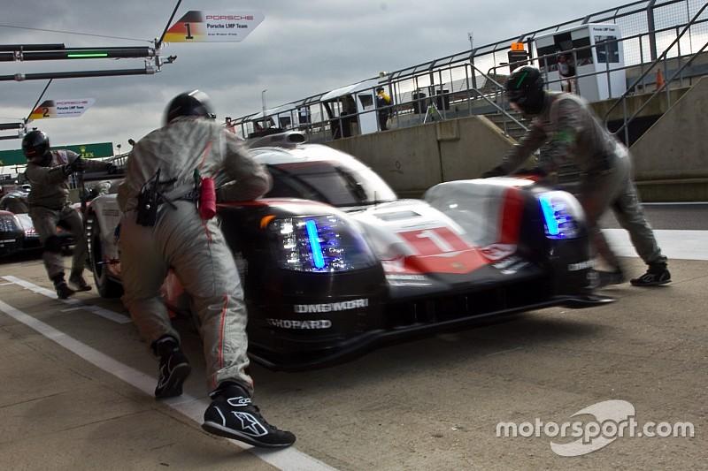 Porsche, dans le dur, entend