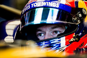 Formula 1 Breaking news Kvyat's results not deserving of 2017 deal - Villeneuve