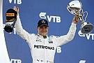 A Mercedes büszke Bottasra, de Hamiltonnak segíteni kell...