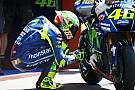 Rossi hace llegar el casco dedicado a Hayden a la familia