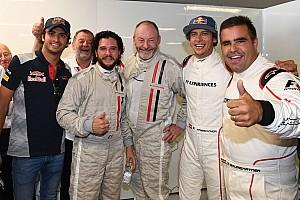 F1 Noticias de última hora VIDEO: Carlos Sainz y Toro Rosso reciben a protagonistas de Juego de Tronos