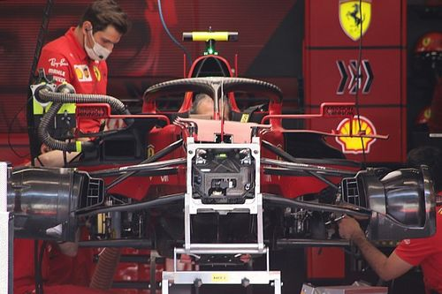 Ferrari: cestelli dei freni anteriori asimmetrici sulla SF21