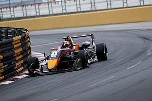Piloto polêmico da Red Bull perde chance de título de F3 asiática e fica longe da F1