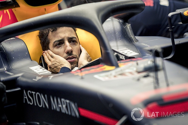 Ricciardo troca peças do motor e larga do fundo do grid