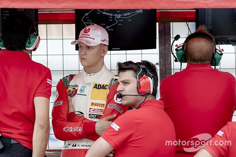 Mick Schumacher Formula 3 testlerine başladı