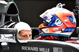 Livefeed Livefeed Grosjean mostra seu capacete para a temporada 2018