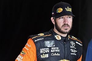 NASCAR Sprint Cup Noticias Truex admite que Harvick está por corriendo