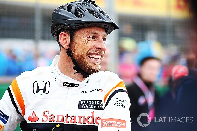 Button, Suzuka 1000km'de yarışacağı kaskı tanıttı